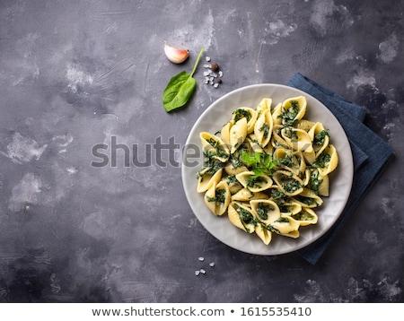 Foto stock: Conchiglioni pasta with spinach in creamy sauce
