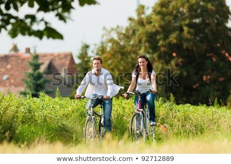 Feliz casal estrada rural pessoas lazer Foto stock © dolgachov