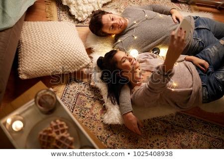Coppia cellulare soggiorno home donna Foto d'archivio © wavebreak_media