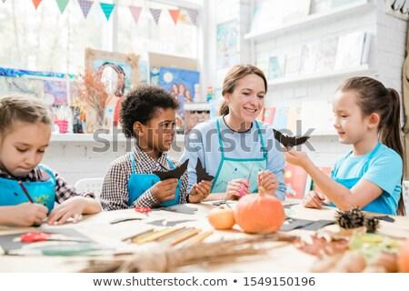 Szorgalmas iskolás gyerekek készít halloween játékok mutat Stock fotó © pressmaster