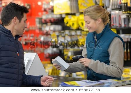 Vrouwelijke kassier verkoop bureau store vrouw Stockfoto © HighwayStarz