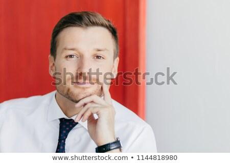 Grave jóvenes masculina oficinista barbilla Foto stock © vkstudio