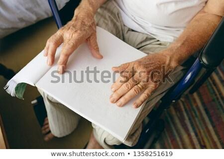 表示 シニア 白人 男性 患者 ストックフォト © wavebreak_media