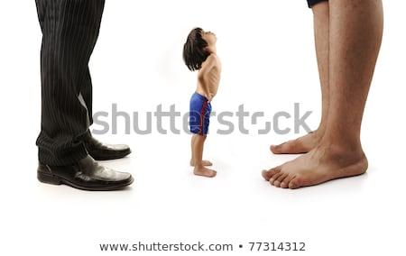Foto stock: Pequeno · pequeno · criança · olhando · gigante · pernas