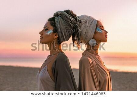 due · giovani · bella · ragazze · shopping · bianco - foto d'archivio © RuslanOmega