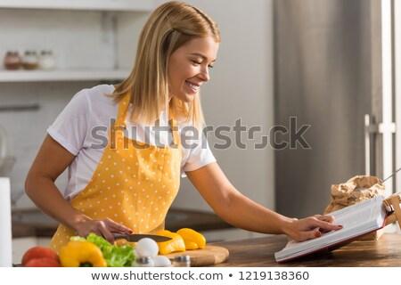 Donna ricettario casa alimentare bellezza occhiali Foto d'archivio © photography33