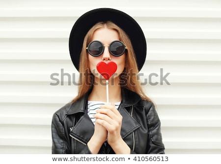 mujer · rojo · gafas · de · sol · jóvenes · cámara · blanco - foto stock © Farina6000