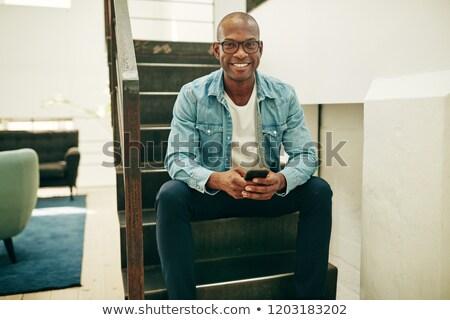 üzletember sms üzenetküldés kaukázusi középkorú férfi mosolyog mobiltelefon Stock fotó © iofoto