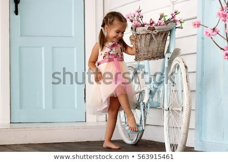 девочку корзины цветы соломенной шляпе саду сирень Сток-фото © nizhava1956