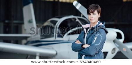 Femminile pilota posa giovani sorridere aeroporto Foto d'archivio © stokkete