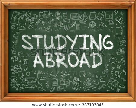 Estudar no exterior rabisco ilustração verde quadro-negro Foto stock © tashatuvango