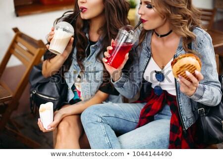 Káprázatos tinédzserek iszik limonádé eszik gyorsételek Stock fotó © studiolucky