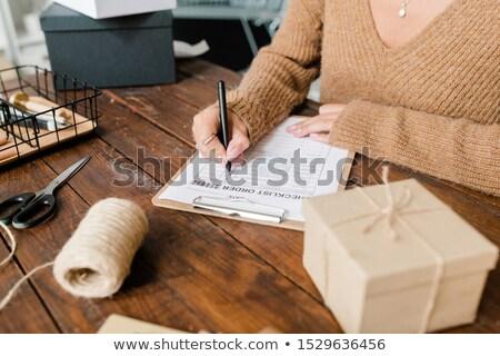 Női vásárló pulóver ellenkező áru lista Stock fotó © pressmaster
