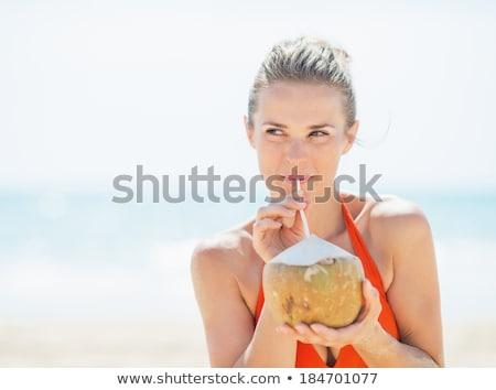 Fiatal nő iszik kókusztej tengerpart álom menekülés Stock fotó © galitskaya
