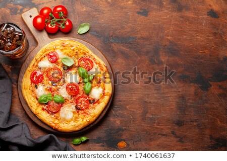 Smakelijk eigengemaakt pizza cola drinken tuin Stockfoto © karandaev