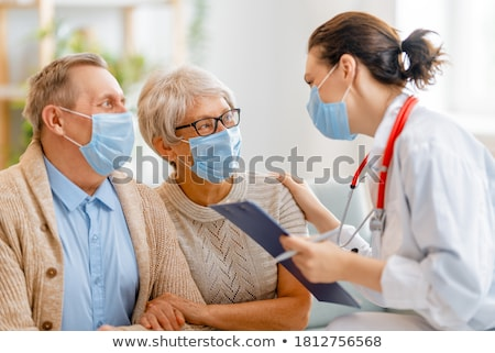 Foto stock: Médico · casal · de · idosos · isolado · branco · mulher · saúde