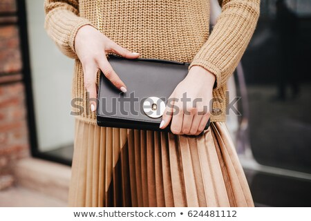 nő · kuplung · fal · gyönyörű · barna · hajú · áll - stock fotó © chesterf