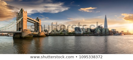 Londen rond mooie stad steen toren Stockfoto © cmcderm1
