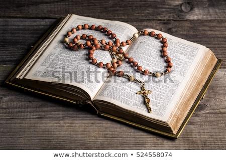 Rózsafüzér Biblia fából készült kereszt szent papír Stock fotó © ShawnHempel