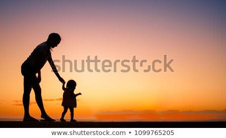 母親 · 徒歩 · かわいい · 若い女性 · プッシング · 乳母車 - ストックフォト © orensila