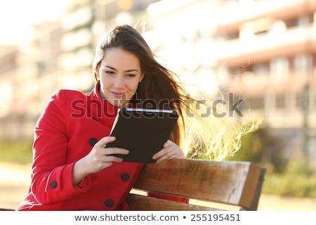 Foto stock: Rua · menina · ebook · leitura · digital · gerado