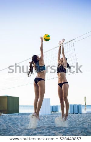 Fiatal nő röplabda labda net tengerpart nyári vakáció Stock fotó © dolgachov