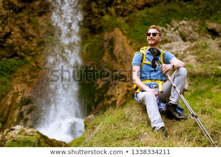 Jóképű fiatal vörös haj természetjáró vmi mellett hegy Stock fotó © boggy