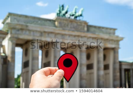 ストックフォト: 男 · 赤 · マーカー · ブランデンブルグ門 · クローズアップ · 手