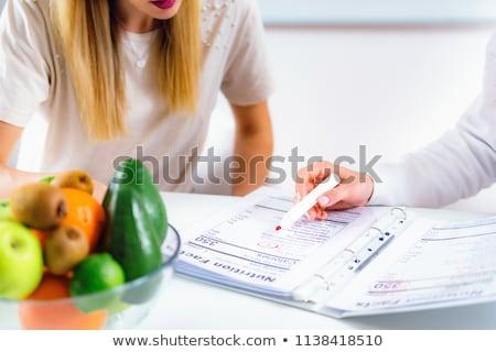 Voedingsdeskundige raadplegen kantoor mooie meisje boek Stockfoto © Lopolo