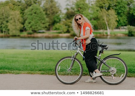 горизонтальный выстрел активный женщины Сток-фото © vkstudio