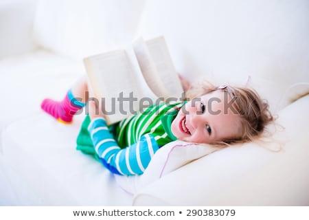 Jeunes lecture livre salon séance Photo stock © get4net