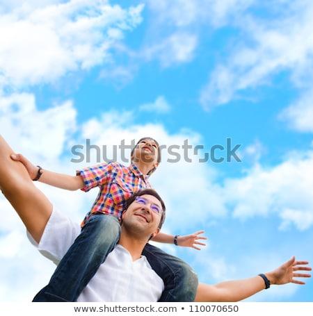 homem · piggyback · ao · ar · livre · sorridente · feliz - foto stock © d13
