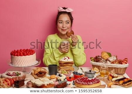 Egy több torta hölgy nehéz döntés Stock fotó © Vg