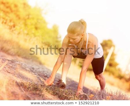 futó · sportos · nő · kezdet · pozició · izolált - stock fotó © deandrobot