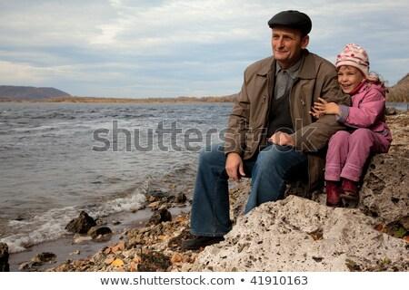 Dede kız oturmak taş göl gökyüzü Stok fotoğraf © Paha_L