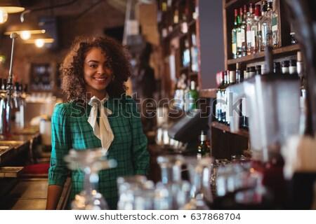 retrato · restaurante · personal · pie · blanco · mujer - foto stock © wavebreak_media