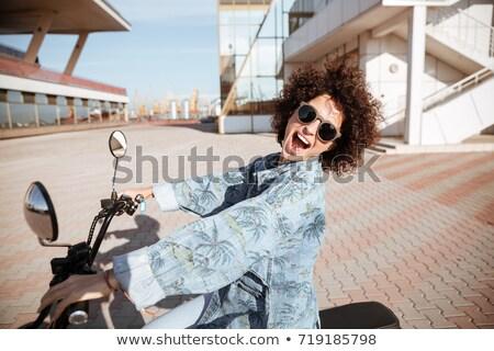 Oldalnézet gondtalan boldog fürtös lány napszemüveg Stock fotó © deandrobot