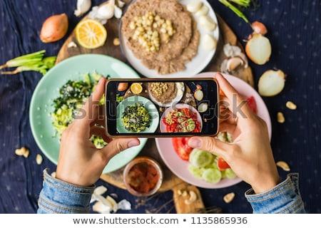 Kezek okostelefonok fényképezés étel eszik technológia Stock fotó © dolgachov
