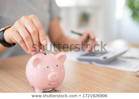 Menschlichen Hand Sparschwein rosa weiß Schreibtisch Stock foto © AndreyPopov