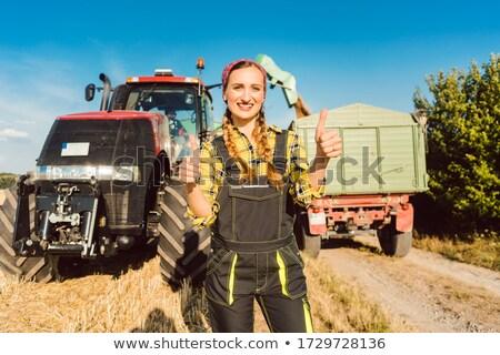 Agricoltore donna agricola macchine piedi pronto Foto d'archivio © Kzenon