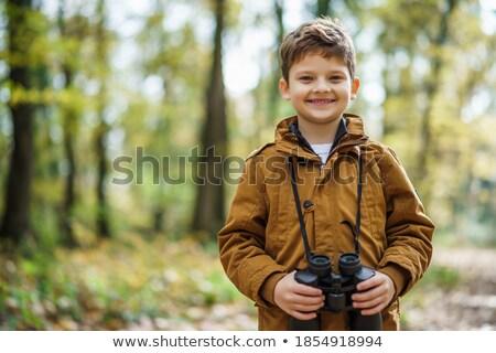 turista · jovem · homem · bonito · caminhadas · parque · céu - foto stock © photography33