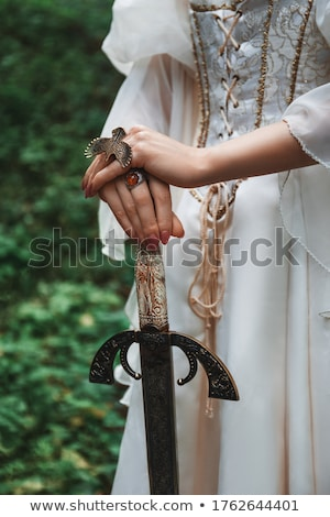 Guerreiro mulher espada mão jovem Foto stock © fanfo