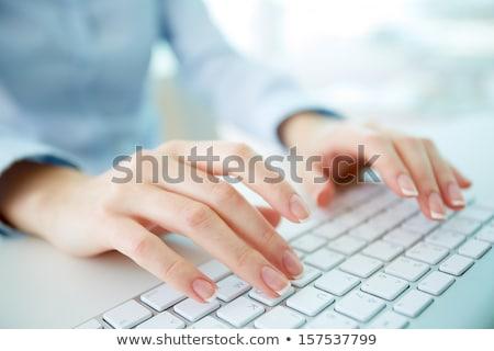 Moderne business werkplek typen toetsenbord uitrusting Stockfoto © photocreo