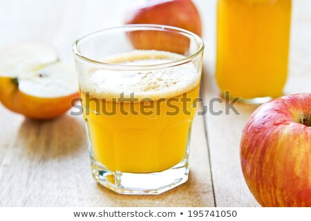 リンゴジュース · リンゴ · 木製のテーブル · 屋外 · 食品 · リンゴ - ストックフォト © funix