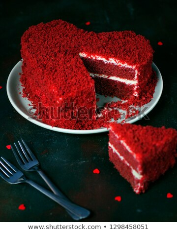 Foto stock: Delicious Heart Shaped Frosted Cake