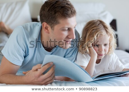 Garçon lecture magazine chambre jeunes Homme Photo stock © IS2