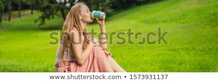 Dromerig jonge vrouw beker koffie buiten banner Stockfoto © galitskaya