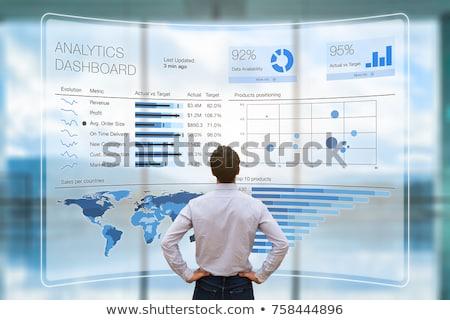 分析論 情報技術 ビジネス ノートパソコン コンピュータ 作業 ストックフォト © AndreyPopov