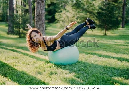 Glimlachend brunette meisje bal evenwicht oefening Stockfoto © darrinhenry