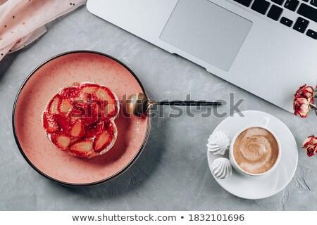 Dizüstü bilgisayar strawberry cheesecake küçük dışarı ekran bilgisayar Stok fotoğraf © Mikko